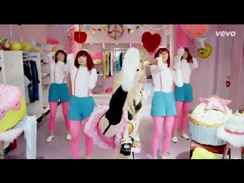 Avril Lavigne - Hello Kitty [Video Official]