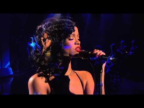Rihanna - Stay (Live on SNL)