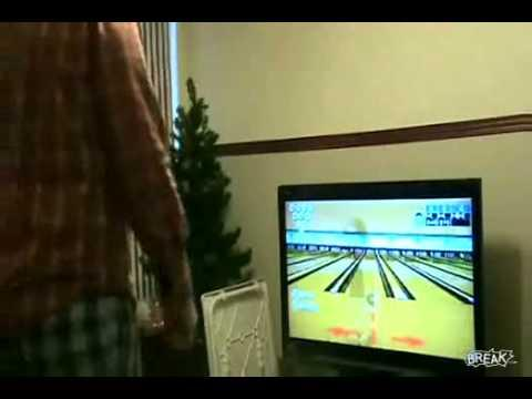 Wiimote - Man Breaks His TV with the Wiimote
