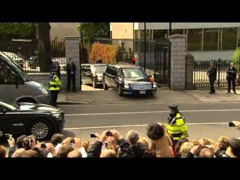 Obama's car - Obama's car gets stuck at US Embassy