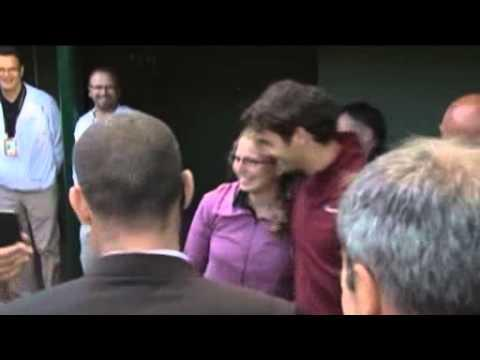 Federer - fan takes tumble