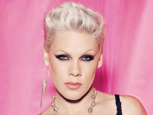 Pink - True Love featuring Lily Allen (Clip)