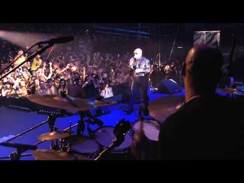 Pitbull - Hotel Room Service (VEVO LIVE! Carnival 2012: Salvador, B...