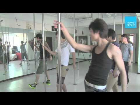 INSOLITE - Les hommes chinois se mettent au pole dance