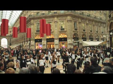Flash Mob  Milano - Britney Spears 3