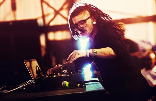 Skrillex - Breakn' A Sweat feat. The Doors