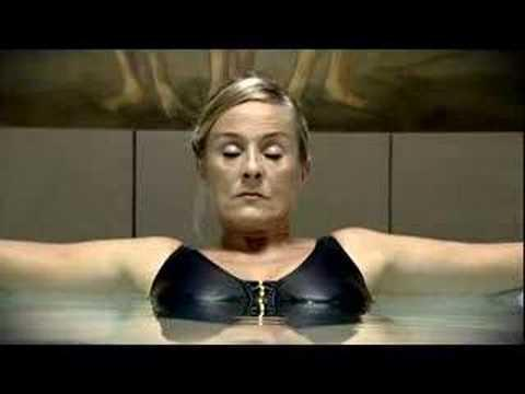 Woman - Woman farts in pool!!